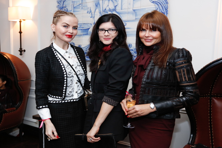 Barbara Regna, Katherine Parr, Laura Nicklas