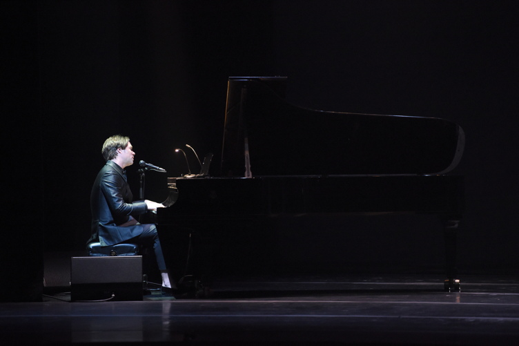 Rufus Wainwright performs at the 2016 Los Angeles Dance Project Gala at The Theatre at Ace Hotel