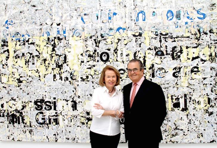 """Carlos + Rosa de la Cruz in front of """"Untitled,"""" 2011 by Mark Bradford"""