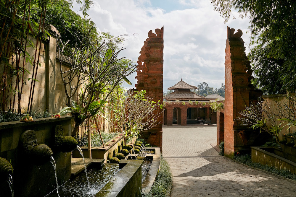 The entrance to Mandapa