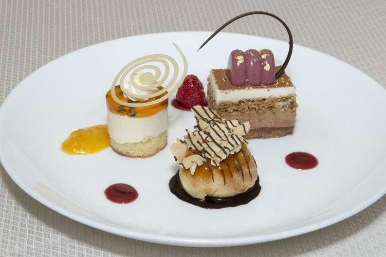 Golden Globe dessert trio
