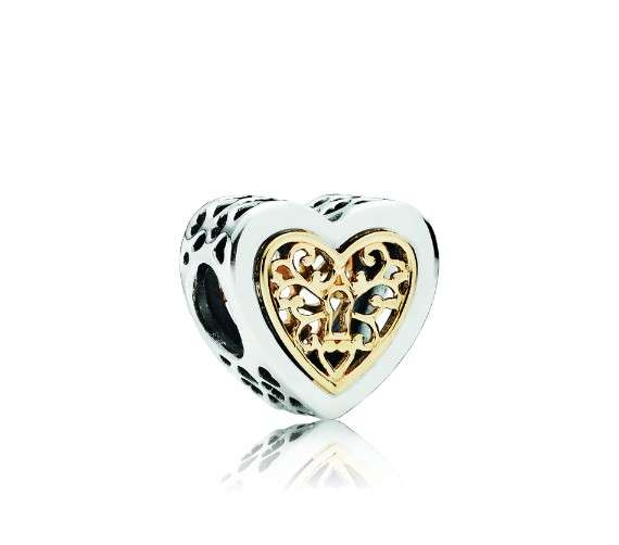 Love Is In The Air At Pandora Jewelry In Caesars Palace