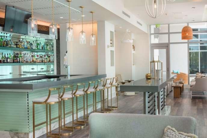Artisan Beach House Bar