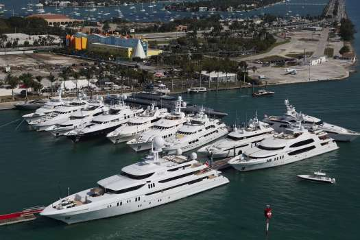 Yachts Miami Beach on Collins Avenue