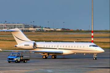 Bombardier_BD-700_Global_Express_-_N1955M_-_Airport_Budapest