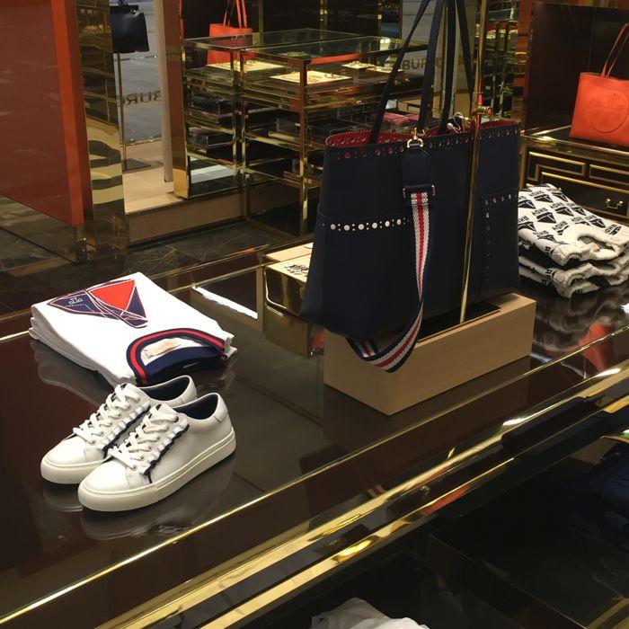 28+ Tory Burch Ruffle Sneaker  Background