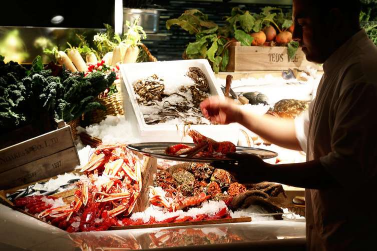 This Is Undoubtedly A Restaurant Which Specialises In The Freshest Of Fish Capital Acclaimed Greek Chef Costas Spiliadis Brings Estiatorio Milos To