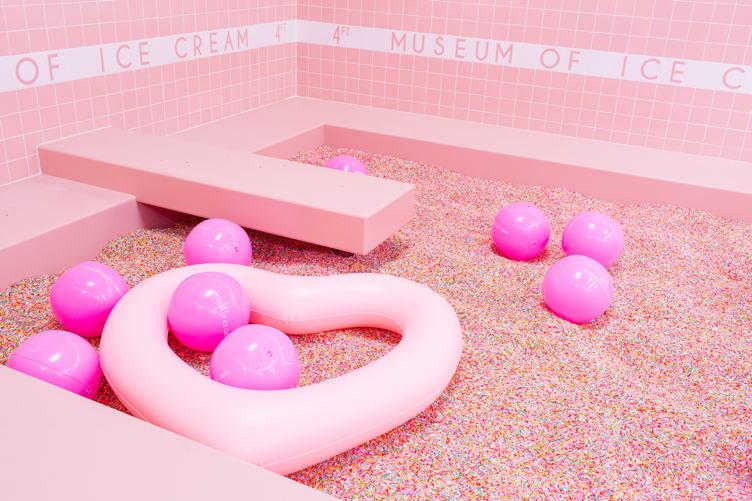 Sprinkle pool