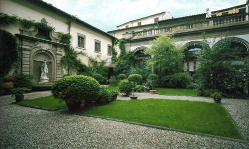 P. 163 The inner Garden of Palazzo Antinori