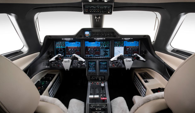 Phenom_300_Light_Private_Jet_Cockpit