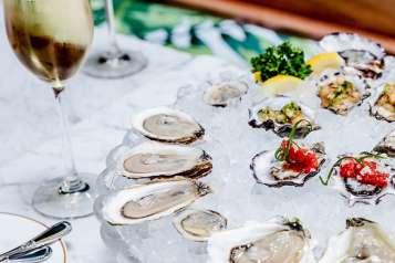 leos-oyster-bar-home-slide-01