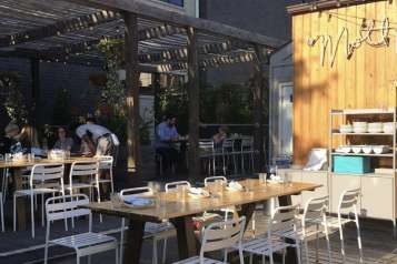 mott st chicago – wines to drink outside