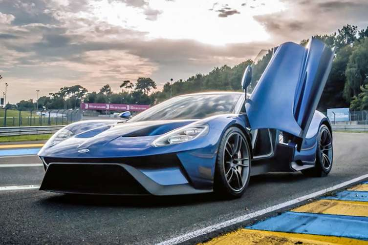2017 ford gt while it will make you rethink the blue oval. Black Bedroom Furniture Sets. Home Design Ideas
