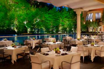 390_SW_Steakhouse_Patio_Barbara_Kraft