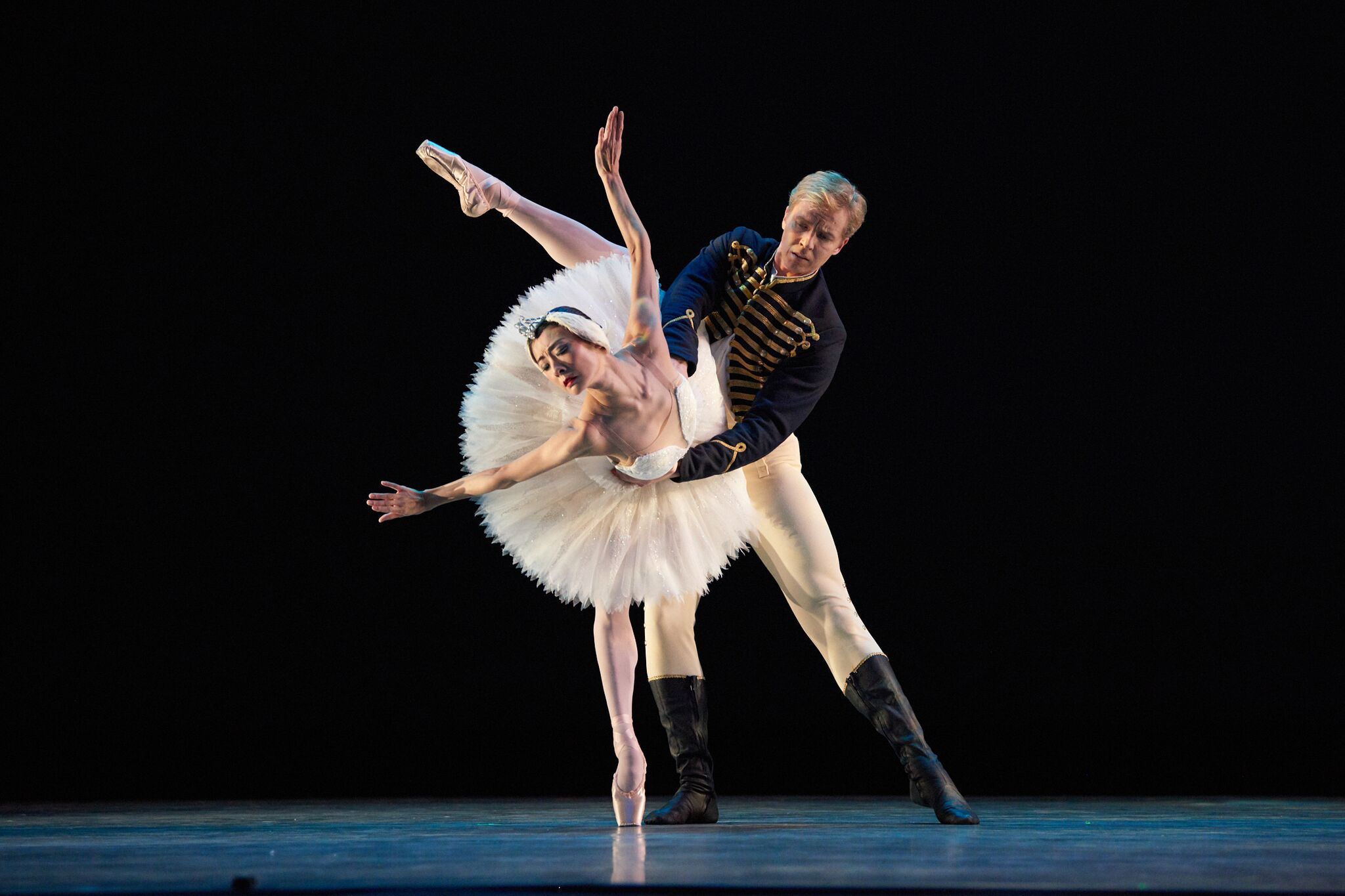 Yuan Yuan Tan and Tiit Helimets in the pas de deux from Act II of Tomasson's Swan Lake