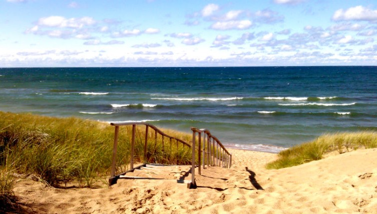 Saugatuck Is One Of The Most Por Destinations On Lake Michigan Coastline For Good Reason It S Quaint Downtown Packed With New England Style