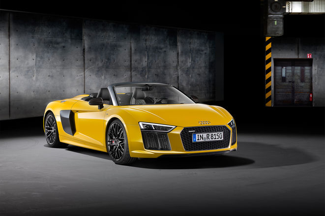 2017-Audi-R8-Spyder-front-three-quarter
