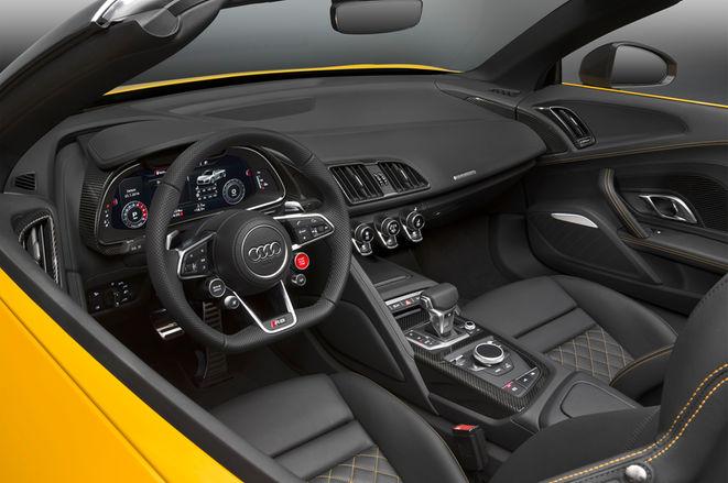 2017-Audi-R8-Spyder-interior