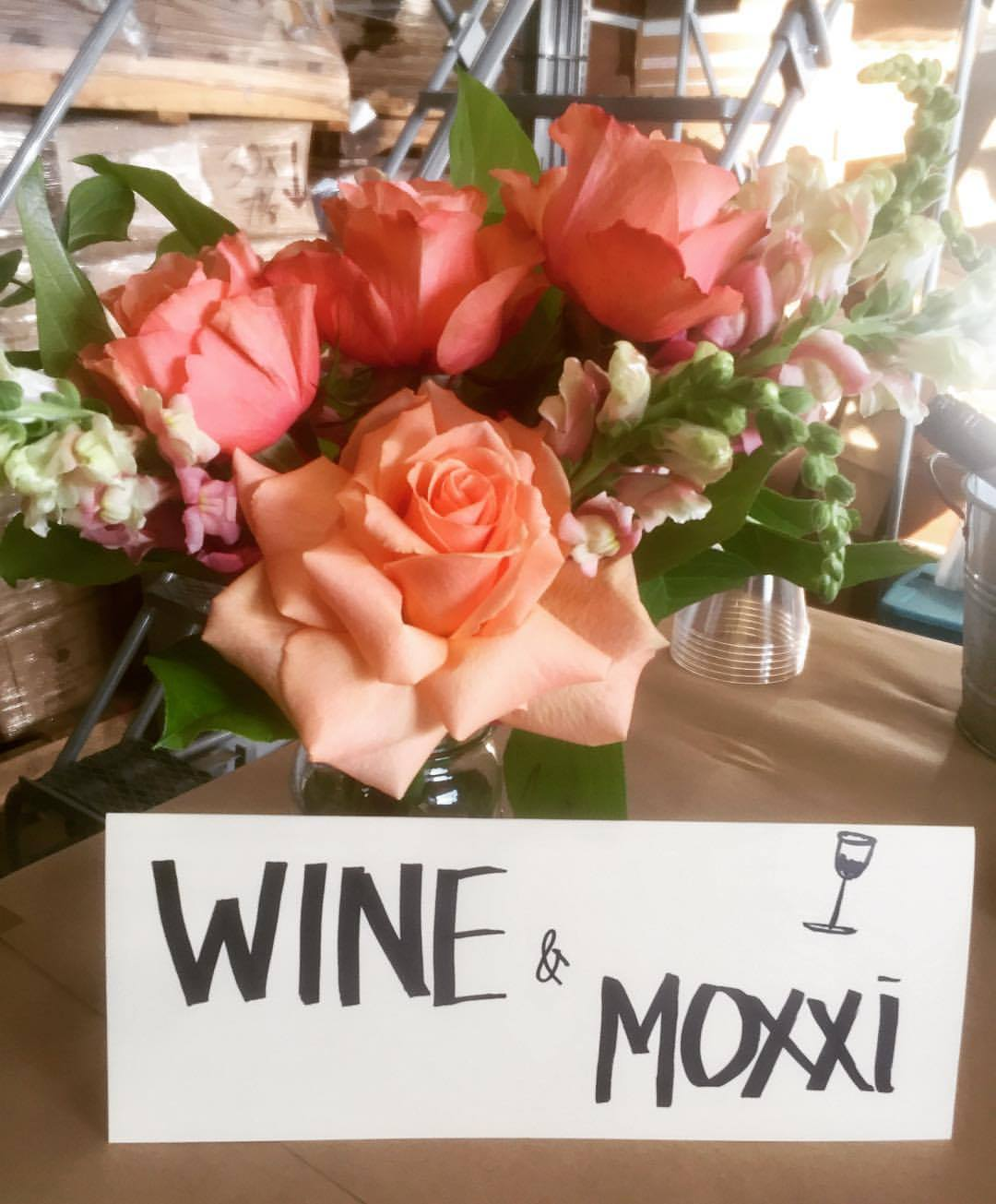 A floral arrangement made at a class hosted by Moxxi and BloomThat