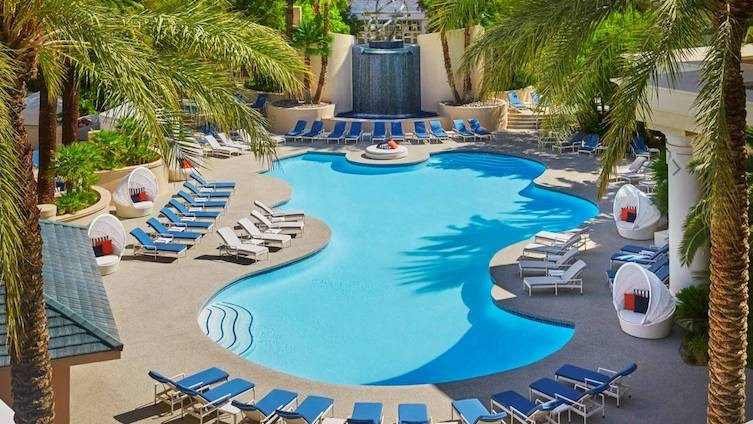 The pool at the Four Seasons.