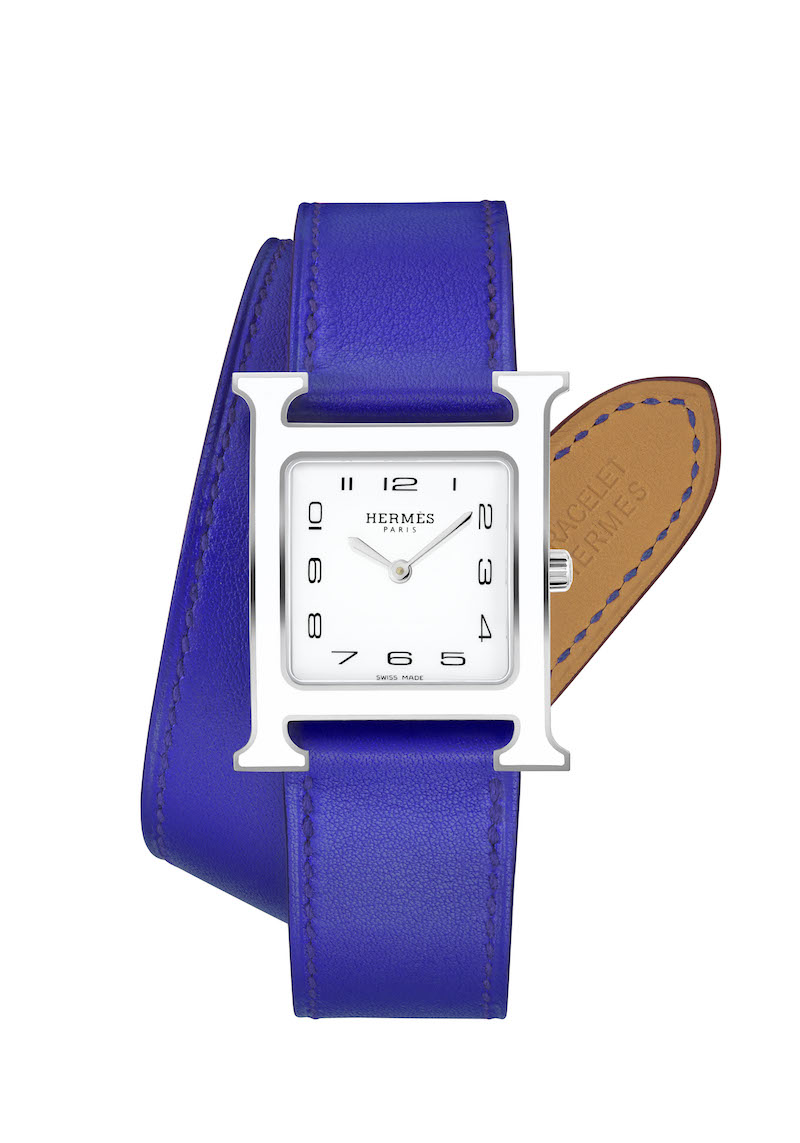 Heure_H_MM_white_lacquer_case_electricblue_dt_strap