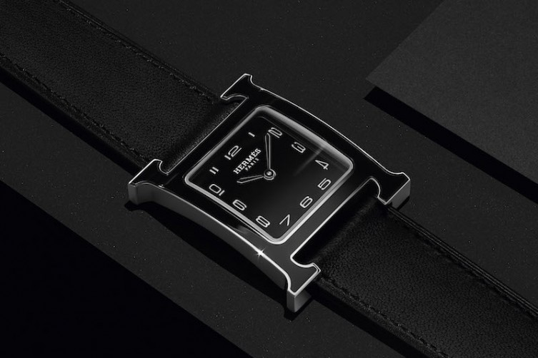 _Heure_H_black_lacquer_case_press