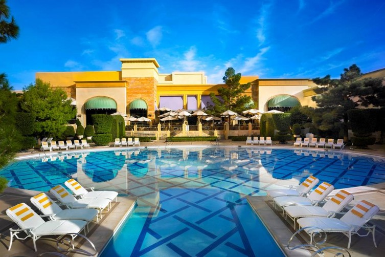 The Most Glamourus Hotel Pools In Las Vegas