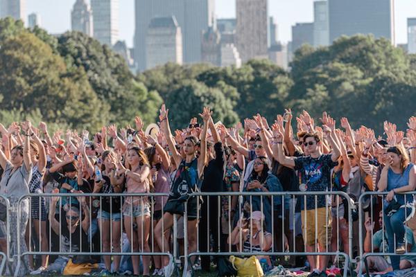 gcf17_crowd_danieldorsaforglobalcitizen168