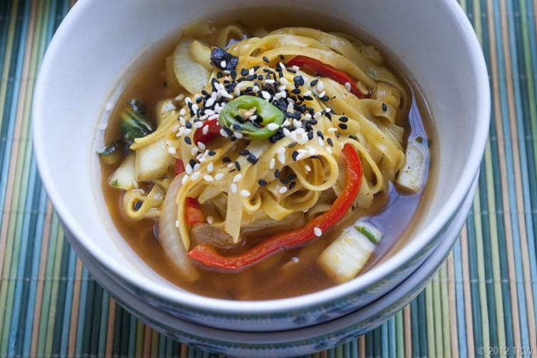 1-Noodle-Bowl-weheartvegan_120507_0044