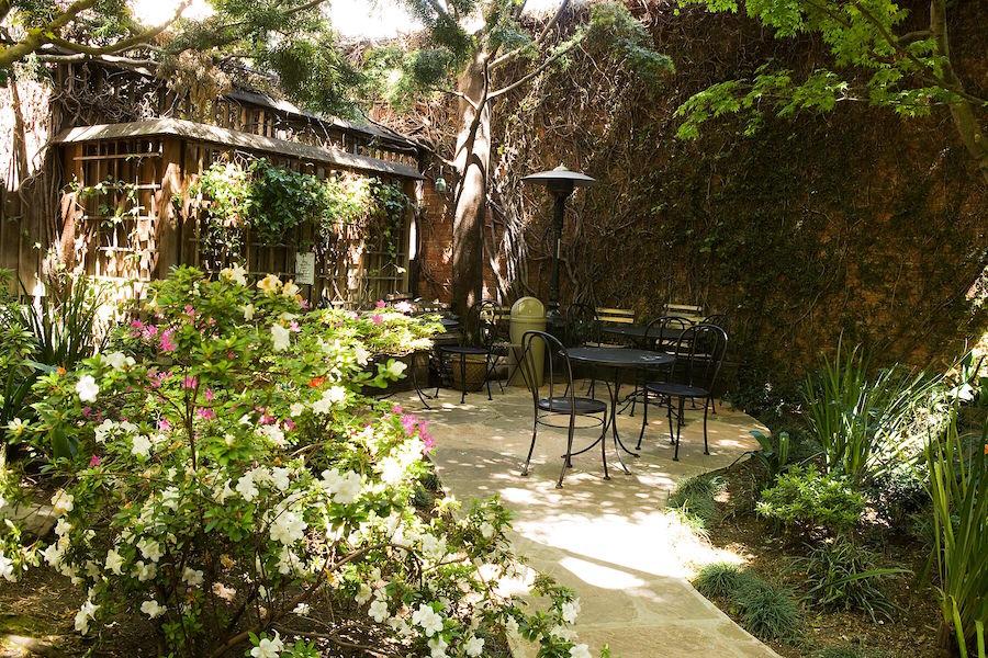 Arlequin's pretty patio