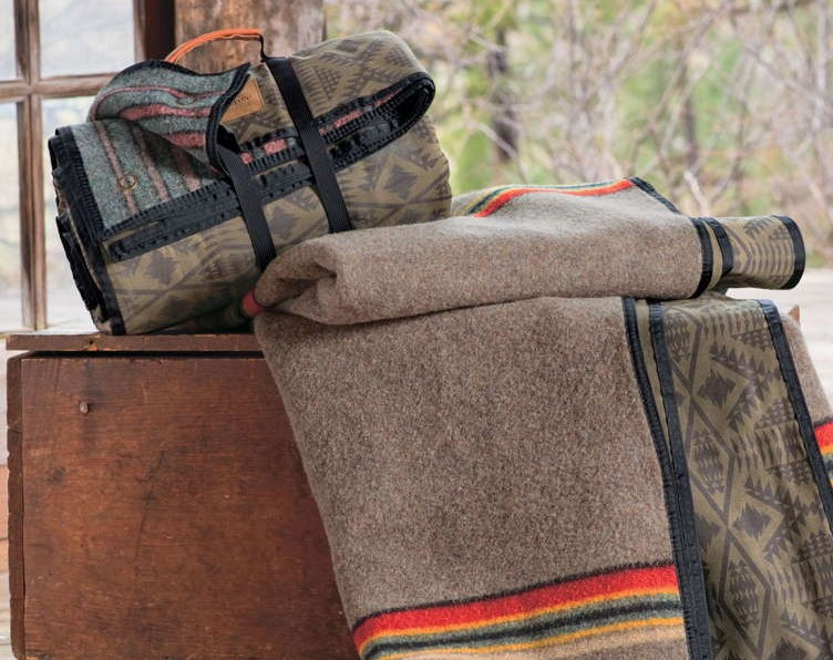Pendleton Roll-Up Camp Blanket