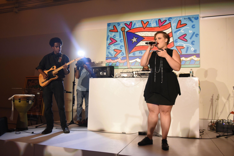 Yoli Mayor Performing18