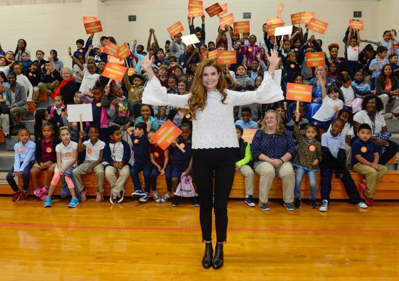 "- Marietta, GA - 10/02/2017 - JoAnna Garcia Swisher joins Smithfield to support its ""Make Breakfast, Share Breakfast"" campaign and give back to No Kid Hungry -PICTURED: JoAnna Garcia Swisher with students -PHOTO by: Michael Simon/startraksphoto.com"