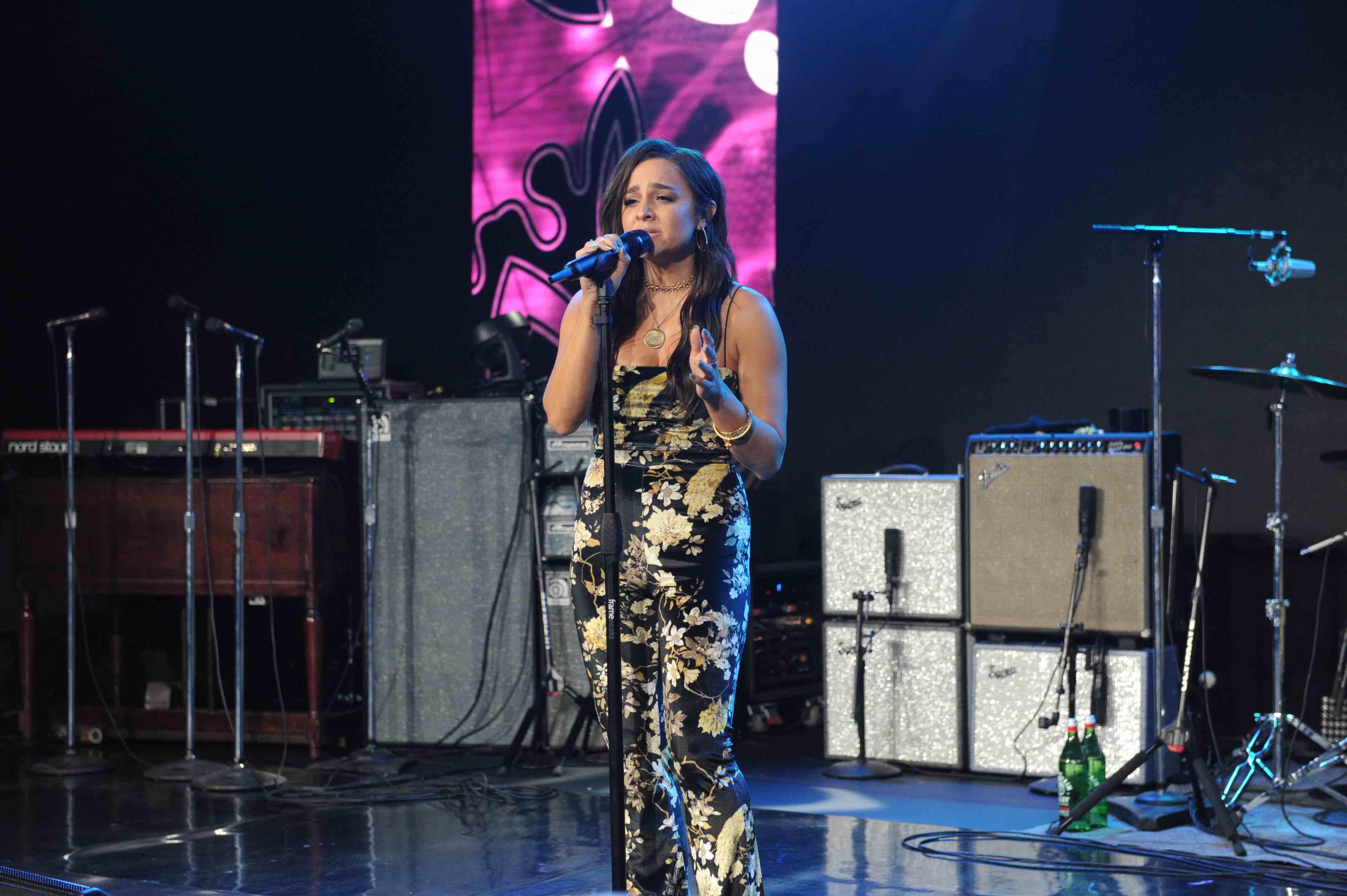 Alisan Porter Singing