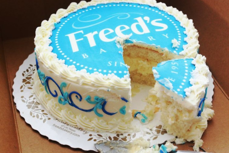 Freed's Bakery Creates The Most Outrageous Cakes In Las Vegas Food Network Vegas Cakes Haute Living Tita Carra