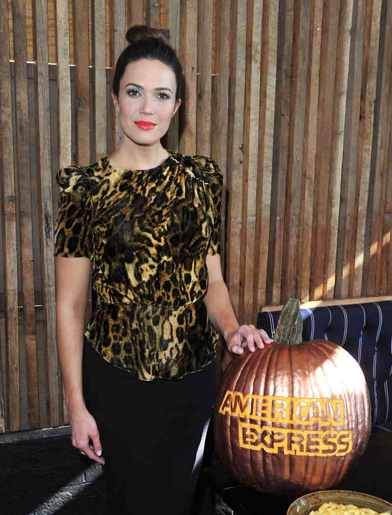 Mandy Moore celebrates Friendsgiving with the Blue Cash Everyday Card from American Express