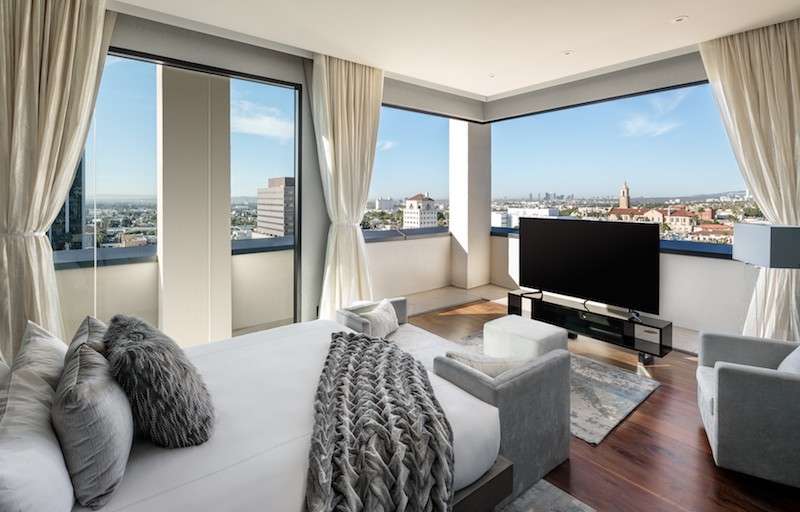"""Dream Hotel Group Opens Guest House At """"Dream Hollywood"""" Hotel"""