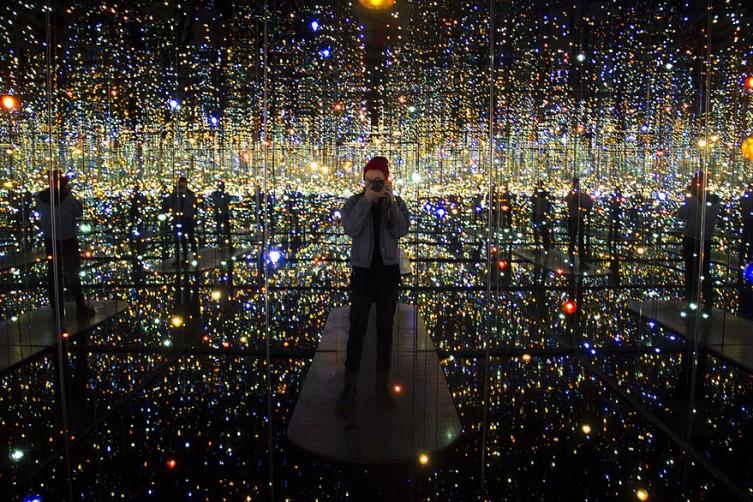infinity-mirrored-room-yayoi-kusama-1