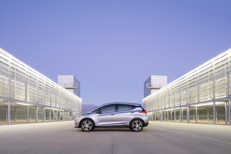 2017-Chevrolet-BoltEV-004