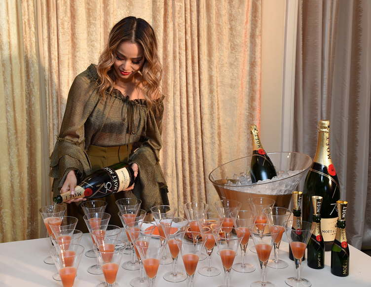 Jamie Chung prepares the signature cocktail for the 2018 Golden Globes, The Moet 75