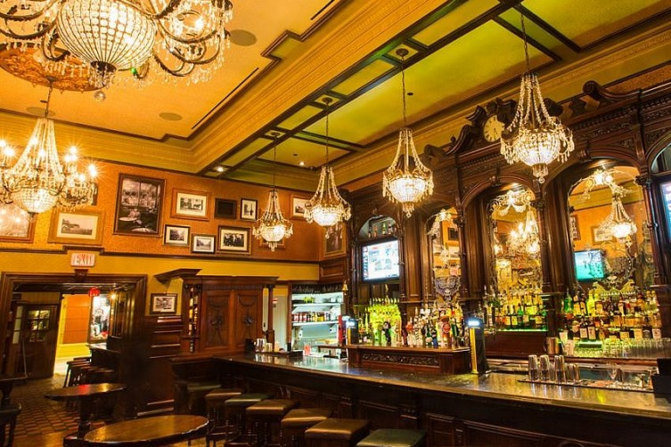 The Best Places To Dine Out For Christmas In Las Vegas Ri Ra Irish Pub Haute Living
