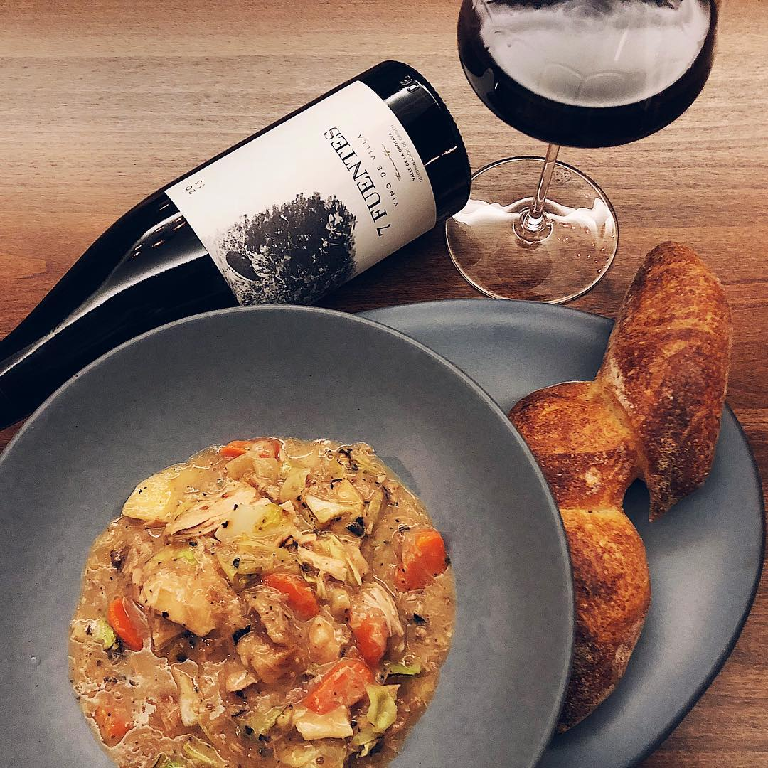 Pork stew, crispy bread and a glass of Listán red wine