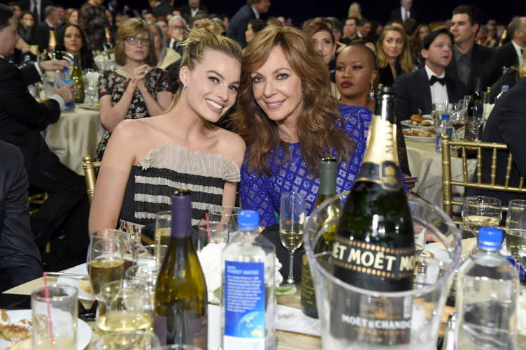 Margot Robbie (L) and Allison Janney (R)