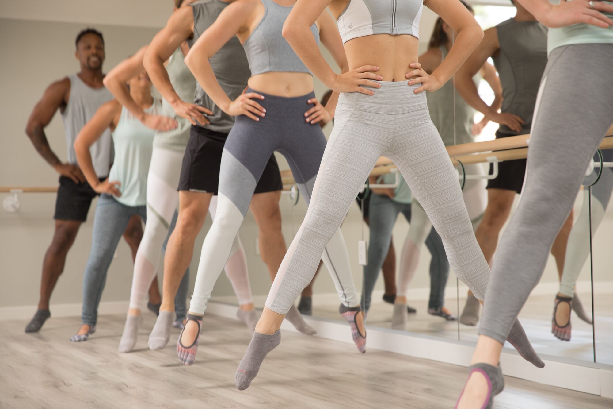 A barre class at MNTStudio