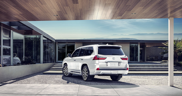 Lexus LX570 in Eminent White Pearl