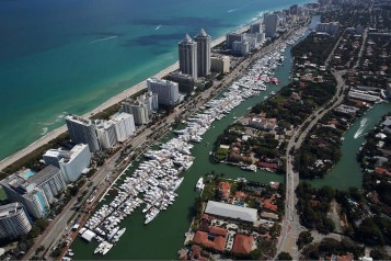 Yachts-Miami-Beach-3