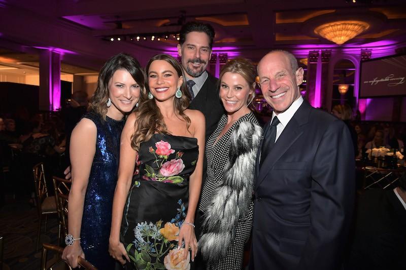 """(L-R) Lizzie Tisch, Sofia Vergara, Joe Manganiello, Julie Bowen and Jon Tisch attend WCRF's """"An Unforgettable Evening"""" Presented by Saks Fifth Avenue"""
