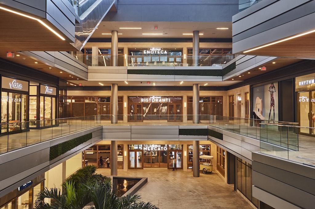 inside the brickell city centre 39 s new massive food hall la centrale. Black Bedroom Furniture Sets. Home Design Ideas