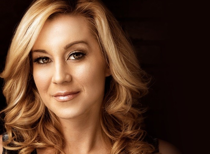 Kellie Pickler Dishes On Co-Hosting A Talk Show, Working With Faith Hill And Preparing For Her 12th USO Tour