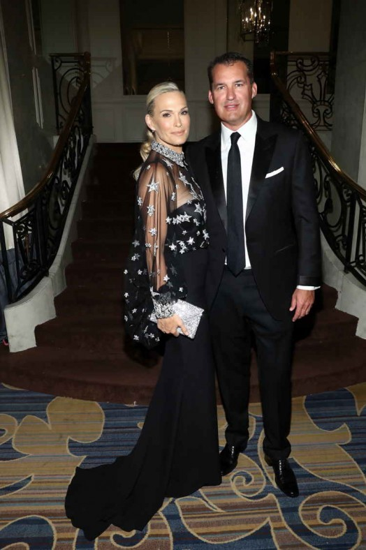 Molly Sims (L) and Scott Stuber